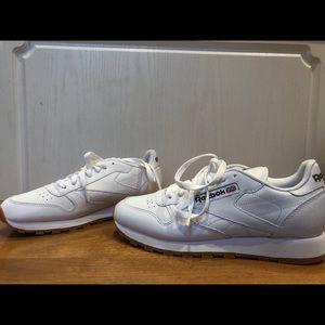 Reebok Shoes - Selling men's classic Reebok shoes